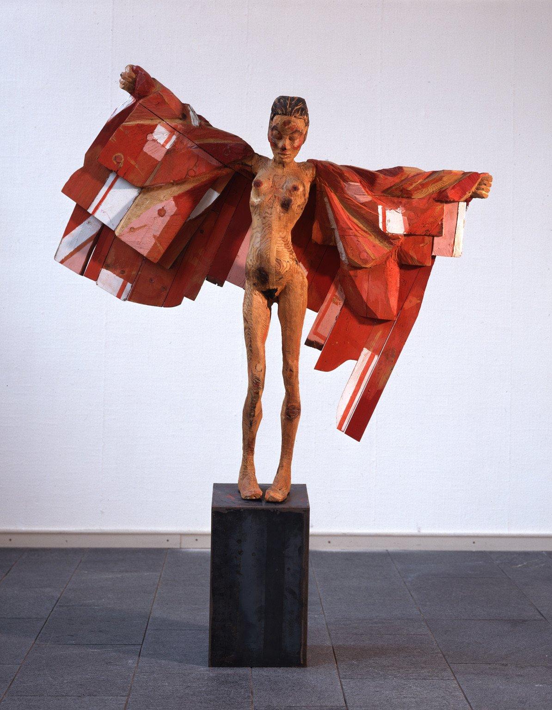 Fliegen, 1988, Holz, teilweise bemalt, und Stahl (Sockel); Leihgabe des Förderkreises für die Kunsthalle Mannheim e.V. seit 1989; © Hans Scheib, Kunsthalle Mannheim