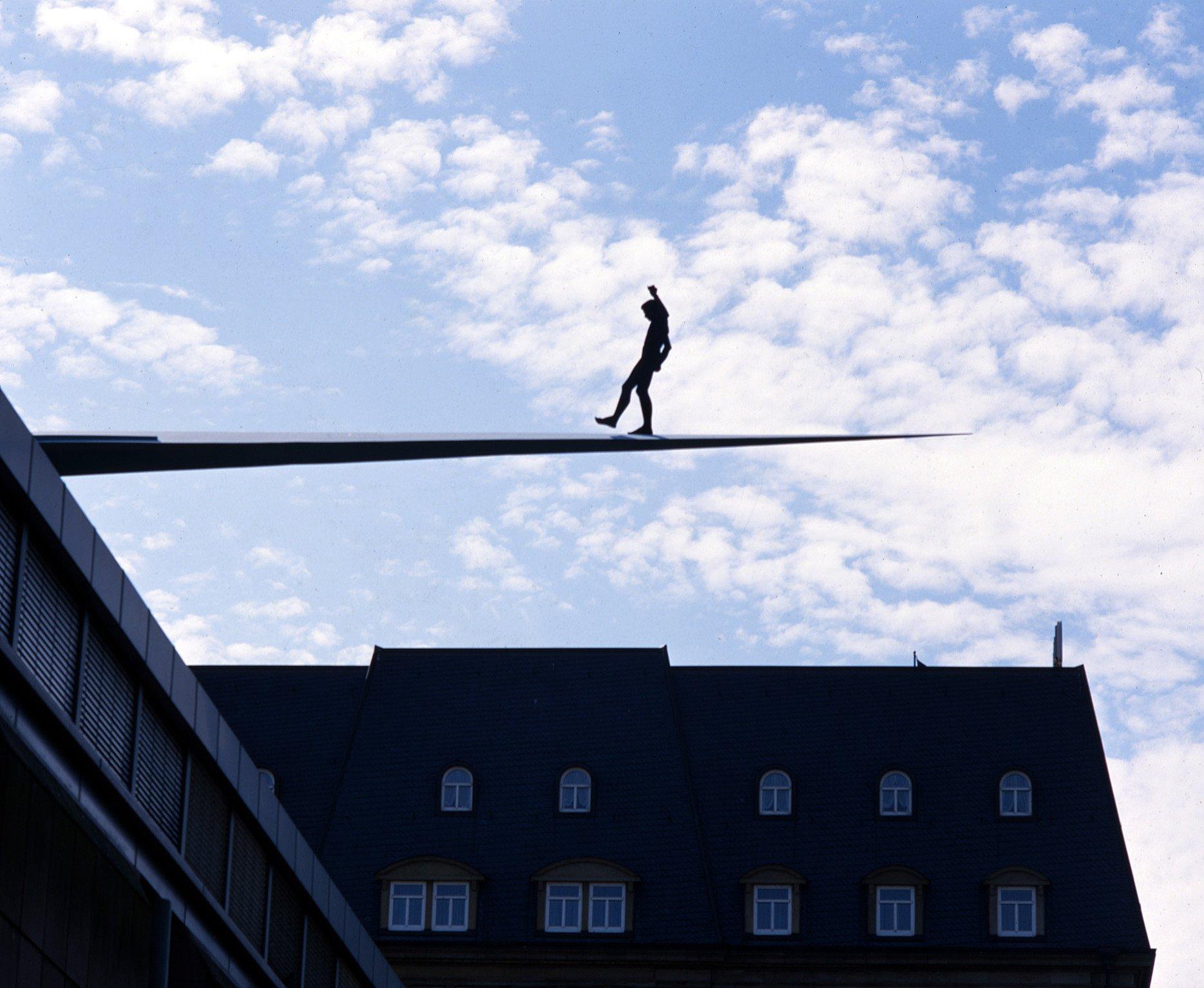 Aus dem Nichts, 1992/93, Aluminium, farbig gefasst; Leihgabe des Förderkreises für die Kunsthalle Mannheim e.V. seit 1993; Geschenk von Hans Bichelmeier anlässlich seines 60. Geburtstags; © VG Bild-Kunst, Bonn 2015